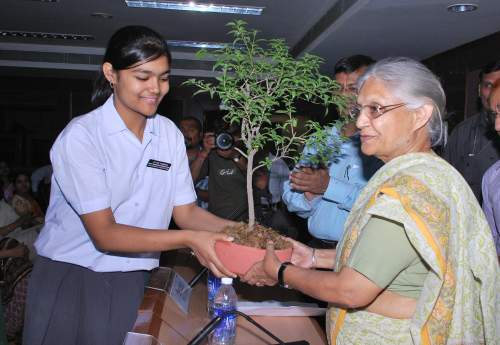 Eco-Club Students with the CM