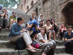 french students at agrasen ki baoli