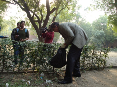 DU Vice Chancellor Shows the Green Way Forward