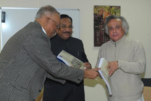 Jairam Ramesh receiving the FRA Report