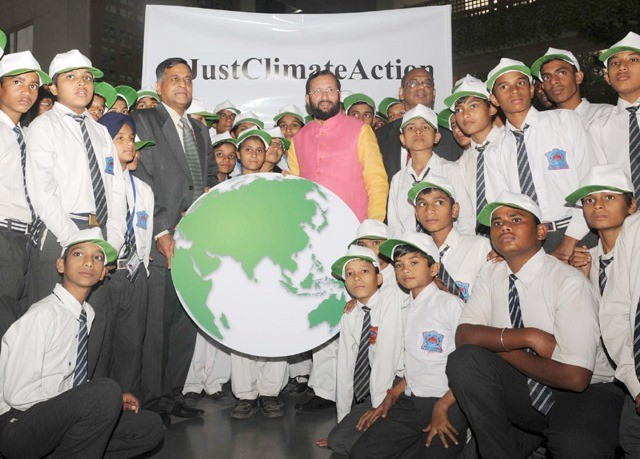 Students Convey Best Wishes to Environment Minister for COP21