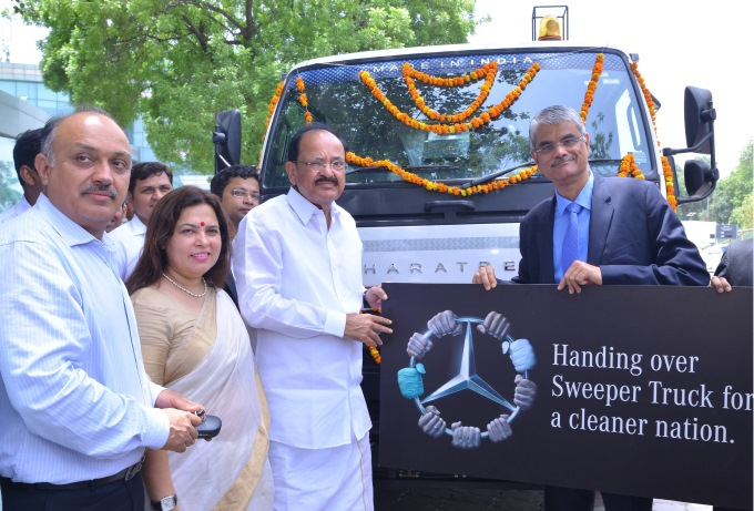 Mercedes-Benz India Donates Road Sweeper Truck to NDMC on WED