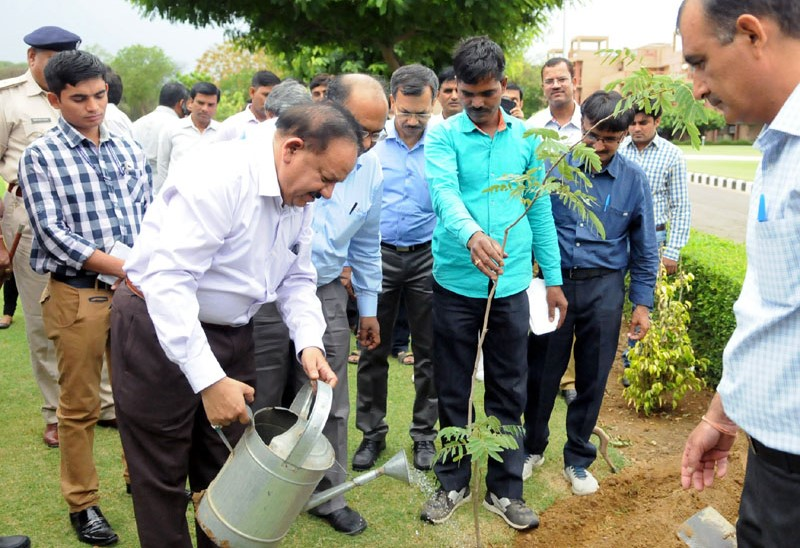 dr-harsh-vardhan-planting-a-sapling