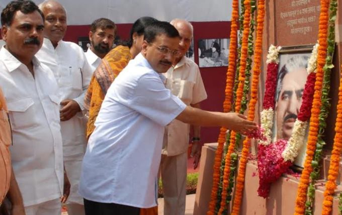 cm-arvind-kejriwal-paying-respects-to-first-cm-of-delhi