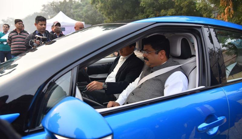 Petroleum Minister Test Drives Hydrogen Fueled Car